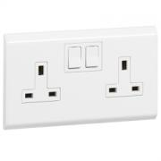 LEGRAND BS SOCKET OUTLET BELANKO - 2 GANG SINGLE POLE SWITCHED INBOARD ROCKERS - 13 A 250 V